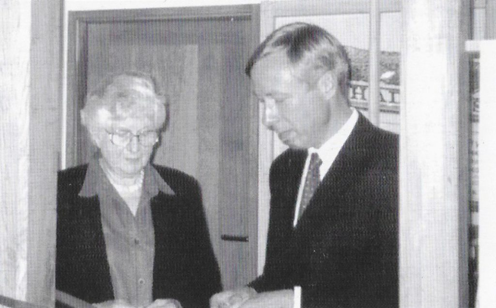 Monica Mullins with Earl Howe, opening the extension. 50 years of the Amersham Society, 2006